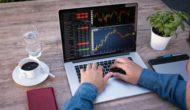 stockvault-business-analysis---working-on-laptop256495.jpg
